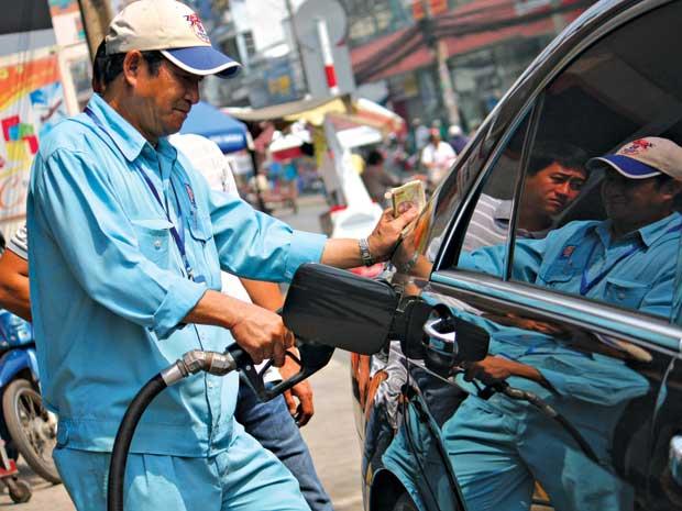 Giá xăng dầu giảm từ 16h30 chiều nay