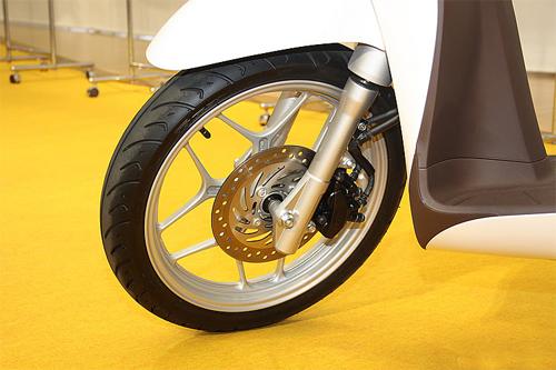 Ảnh chi tiết bánh xe Honda SH mode 2013