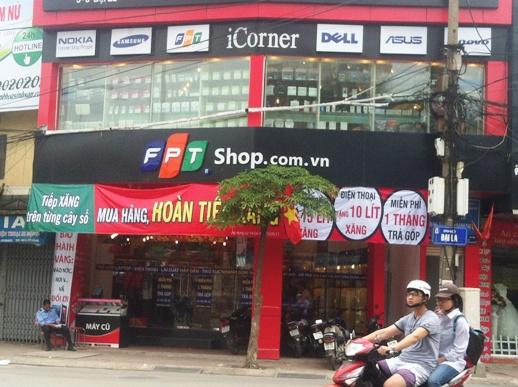 """FPT Shop """"câu"""" khách  bằng cách tặng khuyến mại xăng."""