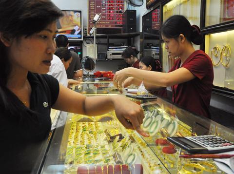 Giá vàng trong nước giảm sau nghỉ lễ