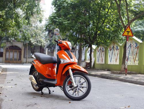Liberty 125 3V i.e màu cam trẻ trung và mạnh mẽ