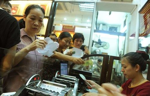 Hết vàng, người mua phải nhận giấy hẹn lấy vàng sau 2 ngày