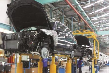 Đề xuất giảm 50% thuế, phí ôtô