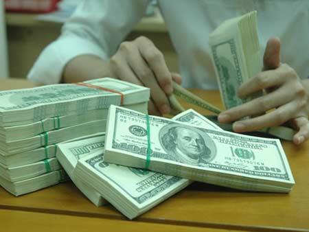 Trần lãi suất huy động VND và huy động USD giảm từ ngày 28/6/2013