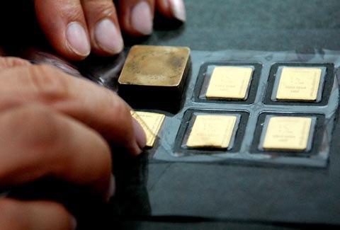 Giá vàng giảm mạnh, 9 NHTW đã bán vàng