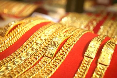 Giá vàng tuần tới sẽ duy trì trên 1.350 USD/ounce trước cuộc họp của FOMCS