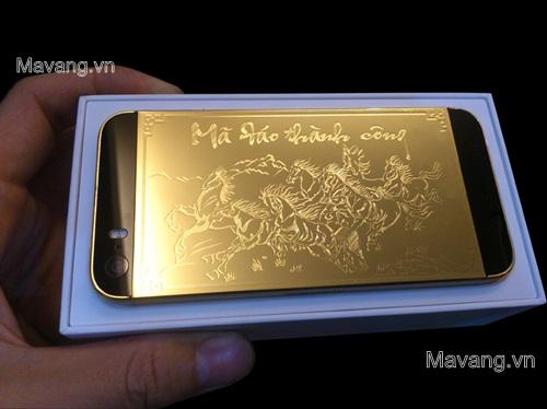 """iPhone 5s mạ vàng 24k bản """"Mã đáo thành công"""""""