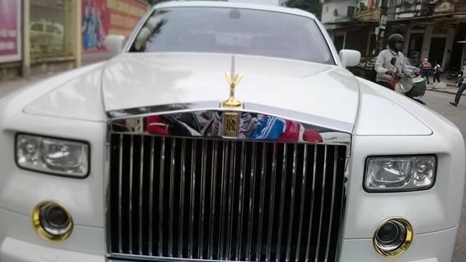 Rolls-Royce Phantom mạ vàng 24K độc đáo tại Việt Nam
