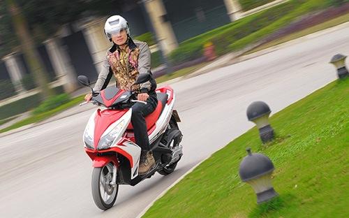Honda giảm giá xe Honda Air Blade cho khách hàng mua xe từ nay đến 31/1/2014