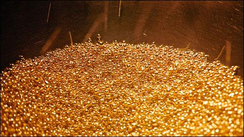 Nhu cầu mua vàng tăng đột biến ngày tết, công ty vàng tăng ca sản xuất