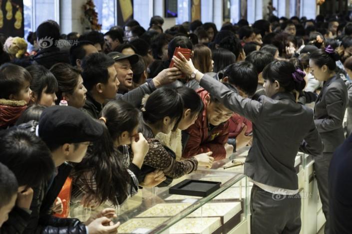 Một cửa hàng trang sức tại Thượng Hải ngày 31/12/2013