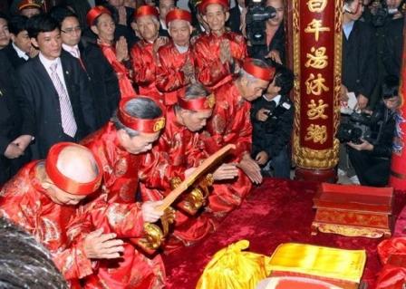 Lễ khai ấn đền Trần Nam Định năm 2014 diễn ra vào đêm 14