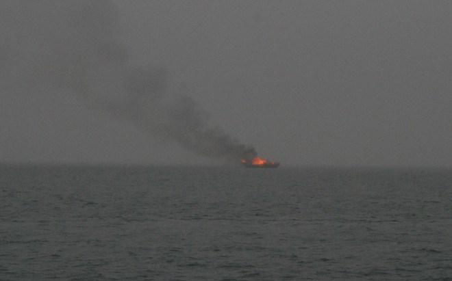 Tàu du lịch bốc cháy trên Vịnh Hạ Long ngày18/2/2014  Vụ chay Tau du lich HaLong
