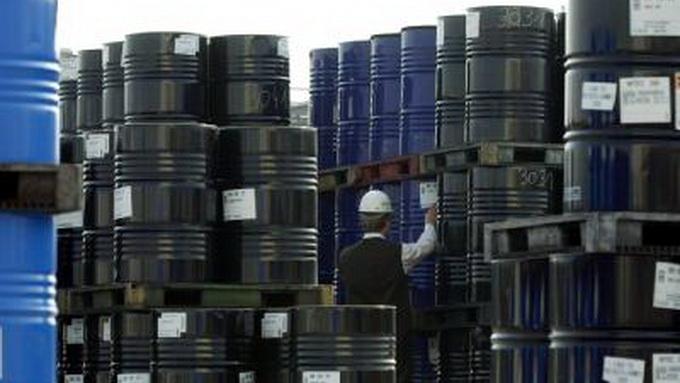 Giá dầu xuống dưới mốc 90 USD lần đầu tiên trong 2 năm