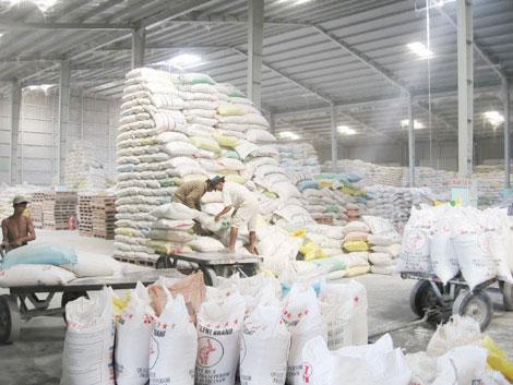 Trung bình mỗi ngày Việt Nam xuất sang Trung Quốc từ 800 - 1.000 tấn gạo