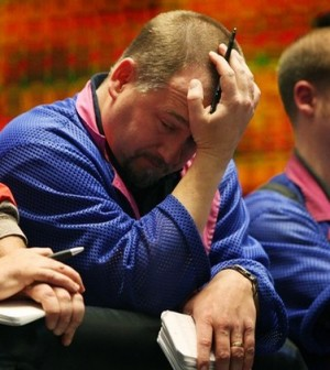 Chứng khoán châu Âu đi xuống mở rộng mức thấp 5 tuần