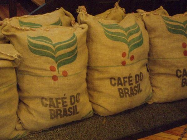 Sản lượng cà phê Brazil niên vụ 2015/16 dự báo 44-47 triệu bao