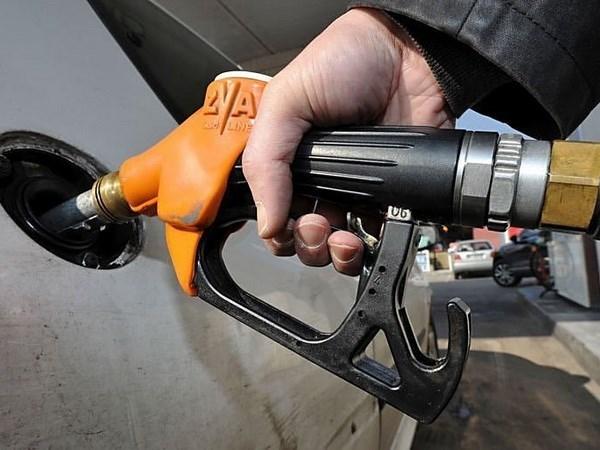 Quỹ phòng hộ giảm đặt cược giá dầu lên khi giá lao dốc