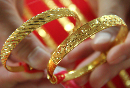 Giới đầu tư quay lại với vàng khi Trung Quốc hạ lãi suất