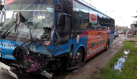 Xe khách gây tai nạn với xe Trung tướng Nguyễn Xuân Tư