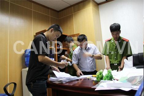 Cơ quan điều tra tiến hành kiểm tra tại trụ sở Công ty TNHH Đầu tư và Thương mại Khải Thái.