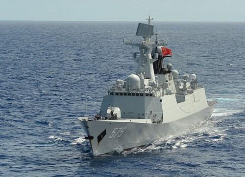 Chiến hạm Trung Quốc rình rập trên Biển Đông.