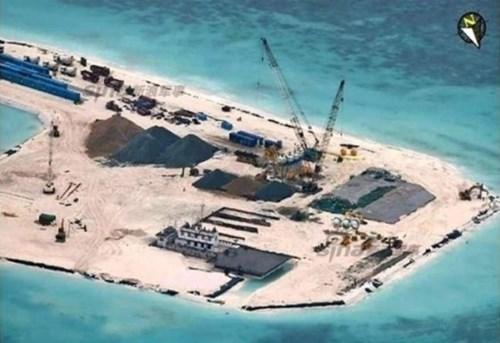 Trung Quốc tận dụng tình hình có lợi, đẩy nhanh lấn biển, xây đảo nhân tạo phi pháp ở quần đảo Trường Sa của Việt Nam. Trong hình là đá Tư Nghĩa thuộc quần đảo Trường Sa.
