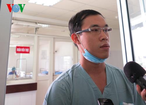Bác sỹ Nguyễn Hoàng Nam, người trực tiếp theo dõi, điều trị cho bệnh nhân Chung