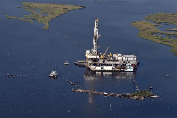 Giá dầu Brent thấp nhất 4 năm trước đồn đoán OPEC duy trì sản lượng