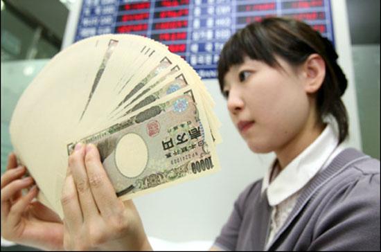 Chuyên gia dự báo đồng yen sẽ tiếp mất giá trong năm 2015
