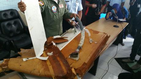 Sáng 2/1, lực lượng tìm kiếm đã đưa về Palangka Bun những mảnh vỡ thuộc về phần bên trong của chiếc máy bay QZ8501