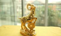 de phong thuy, linh vật tượng dê phong thủy mạ vàng 24K