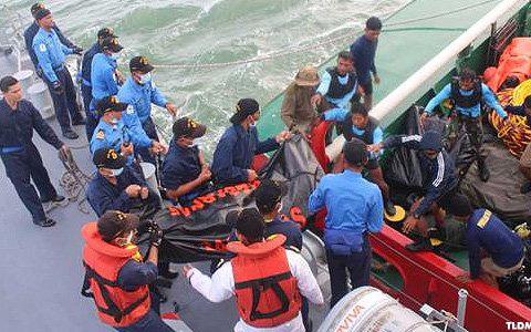 Trục vớt thi thể nạn nhân máy bay AirAsia (ảnh: TLDM)