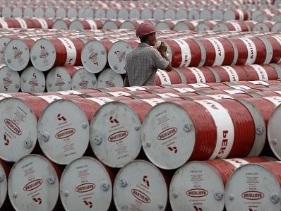 Arab Saudi nâng giá bán dầu thô trước dấu hiệu nhu cầu hồi phục