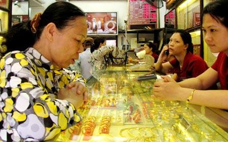 Chênh lệch giá vàng trong nước và thế giới tăng trở lại