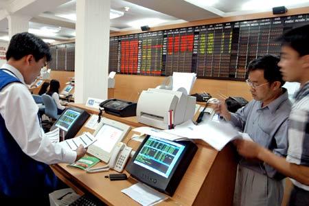 """Nhận định thị trường chứng khoán ngày 13/12/2013: """"Tránh bắt đáy cổ phiếu nóng"""""""
