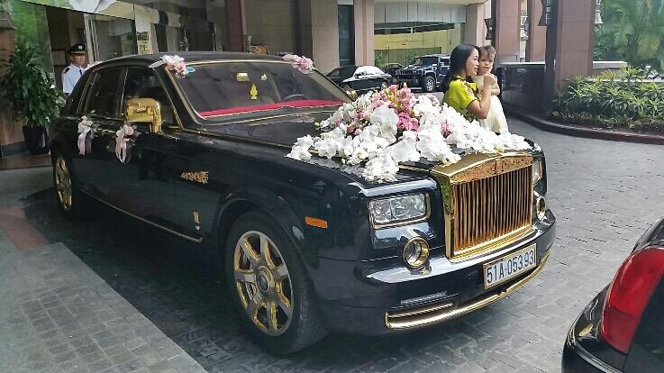 Rolls-Royce Phantom Rồng mạ vàng của đám cưới siêu sang tại Hà Nội