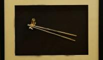 tranh doi dua vang, bức tranh hai đôi đũa mạ vàng 24K
